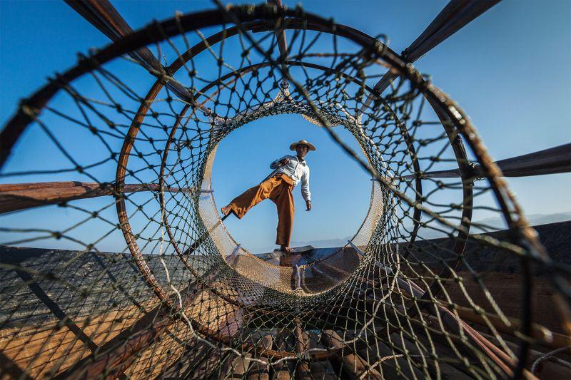 Инле, Бирма, рыбак Рыбак на озере Инле, Бирмаphoto preview
