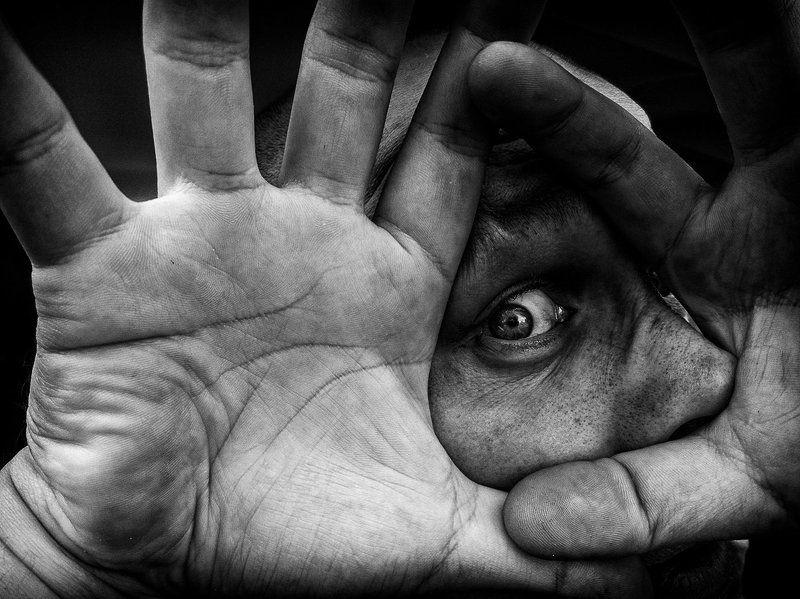 Black & white, Creature, Cyklop, Darkness, Eye, Light, Man, Portrait, Shadow Cyklopphoto preview