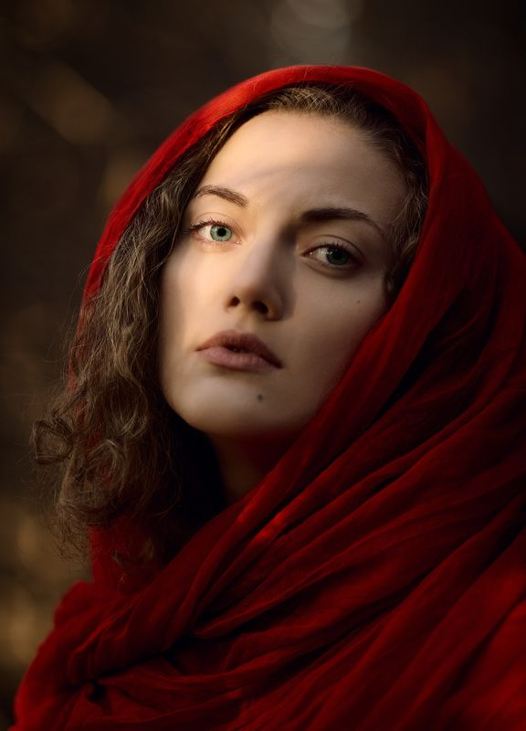девушка, платок, красное В красномphoto preview