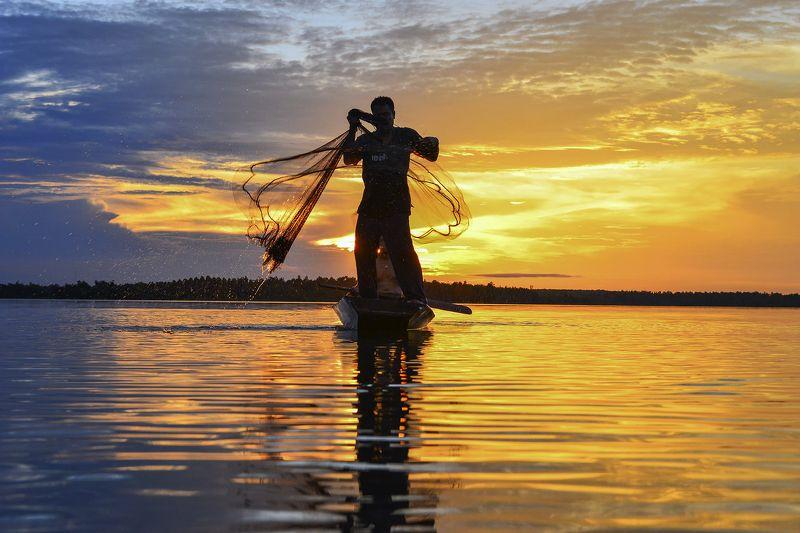 Asia, Asian, Fisherman, Fishing, Journey, Nets, Ocean, Sea, Sun, Sunlight, Sunset, Thailand, Travel, Water The fisherman nsetphoto preview