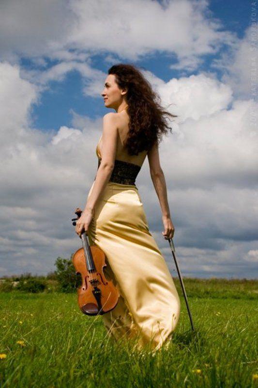 девушка, скрипка, поле, лето Екатеринаphoto preview