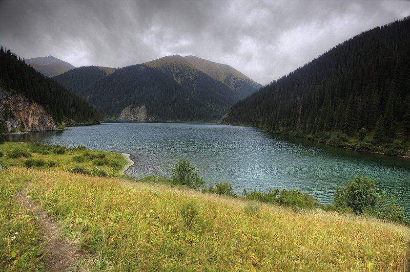 Горы Озеро Средний Кульсай в начале осени.photo preview