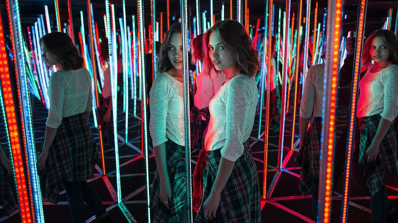 девушка, свет, лампы, вечер, зеркала  Dashaphoto preview