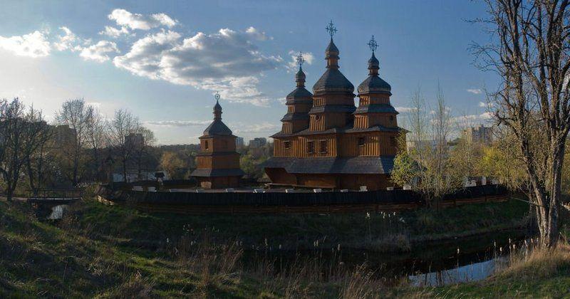 церковь Козацкая церковь в лучах закатаphoto preview