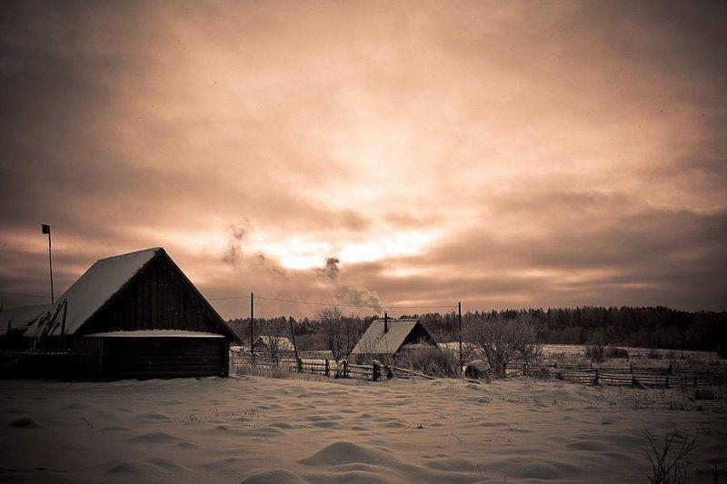 деревня, зима, труба, дым, снег, рассвет Где-то в русской глубинке..photo preview