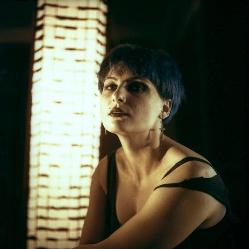 пленка, портрет, среднийформат Портрет девушки с синими волосами.photo preview