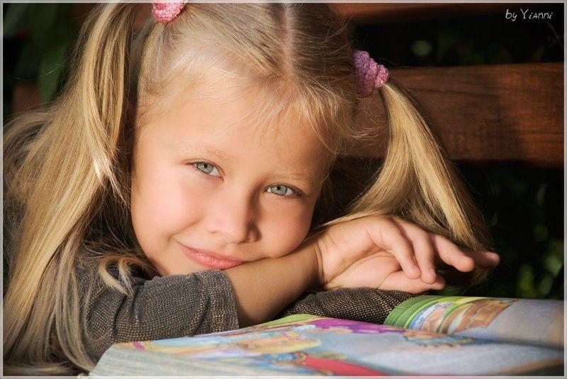 девочка, книга, чтение, знания, картинки, любознательность Соня и книгаphoto preview