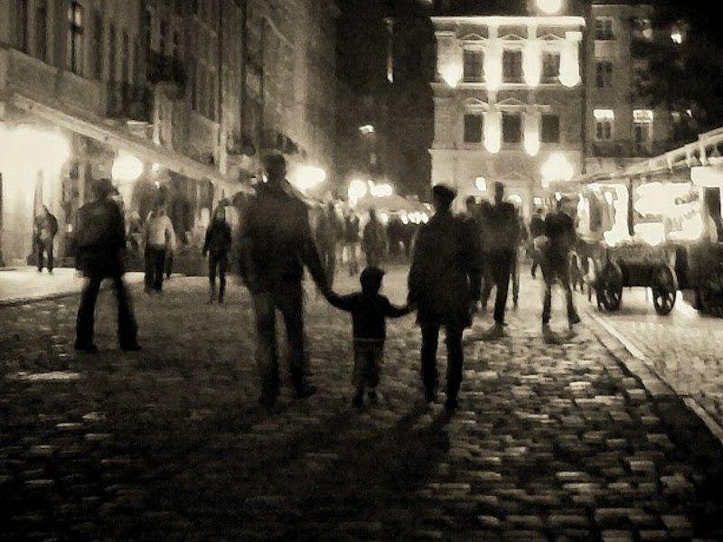 .ангел, .любители кофе, важное звено, голуби, город детства, дождь, жанр, за стеклом, пешки, разговор, репортаж, собачка, старый подвал, уличный арт, фонари Город детства. Репортаж/ City of childhood Reportage.photo preview