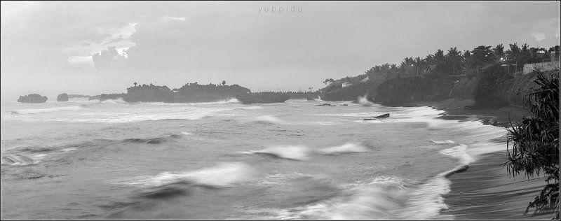 Прибрежный пейзаж с волнамиphoto preview