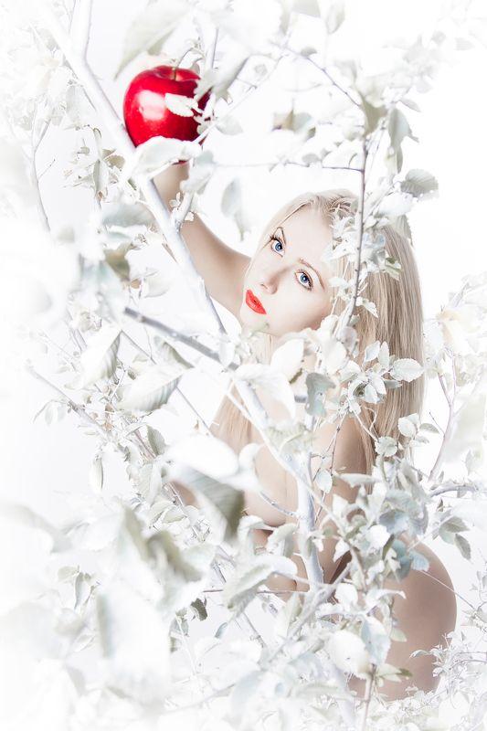 girl, apple, tree, nude, white, pure, pristine   Evaphoto preview