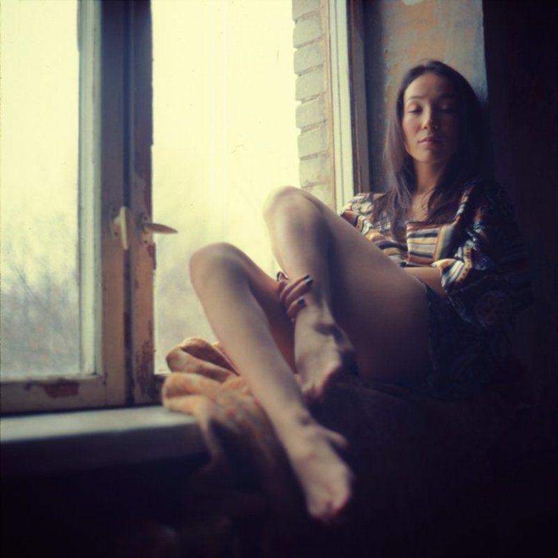 окно, девушка, ожидание, печаль, меланхолия Меланхолияphoto preview