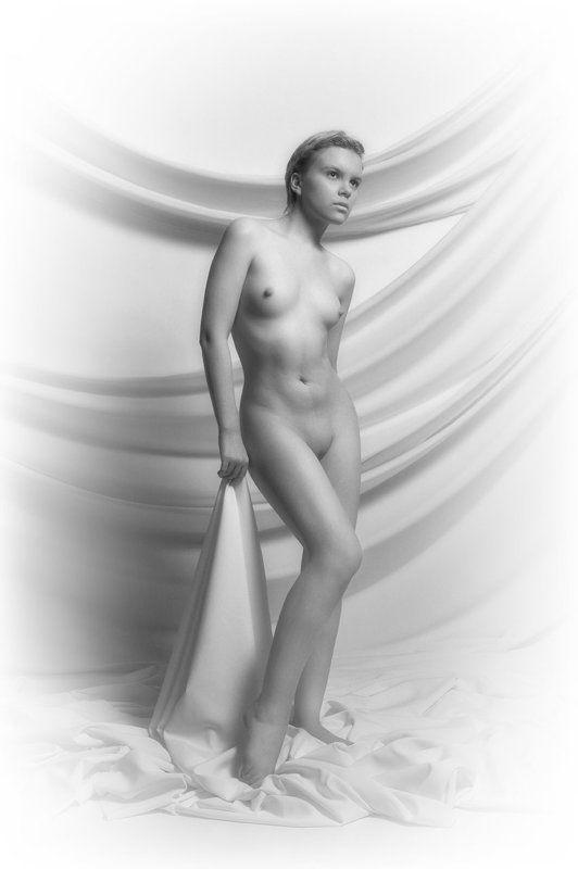ню, эротика, обнаженная натура, студия Подражая Ленни Риффенштальphoto preview