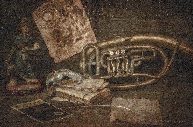 клоун, книга, натюрморт, роман шафовал, труба цирк уехал.....photo preview