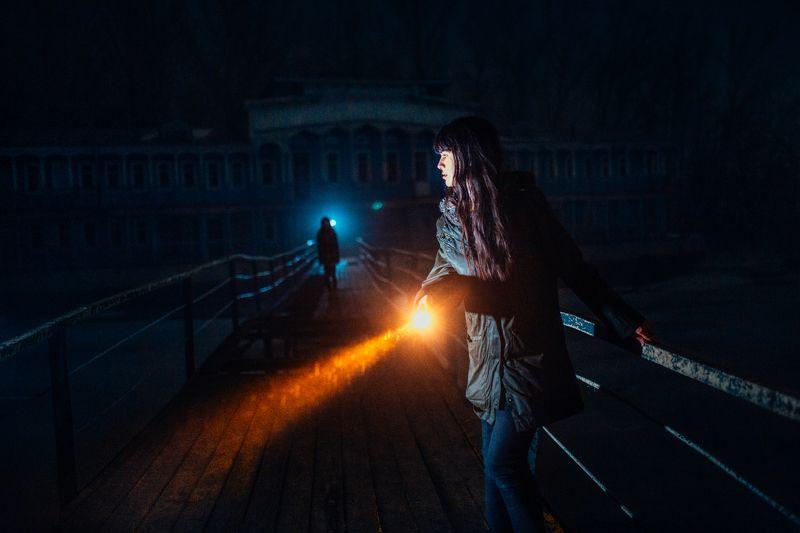 night, girl, dark, flashlight, blue, yellow, bridge, dock Horror photo preview