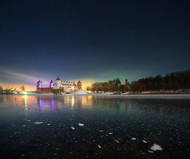 Ночь у Мирского замкаphoto preview