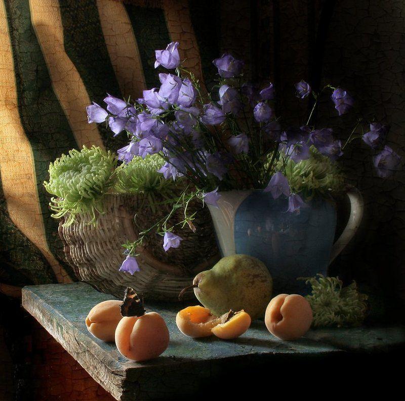 Абрикосы, Бабочка, Груша, Кувшин, Натюрморт, Фотонатюрморт, Цветы photo preview