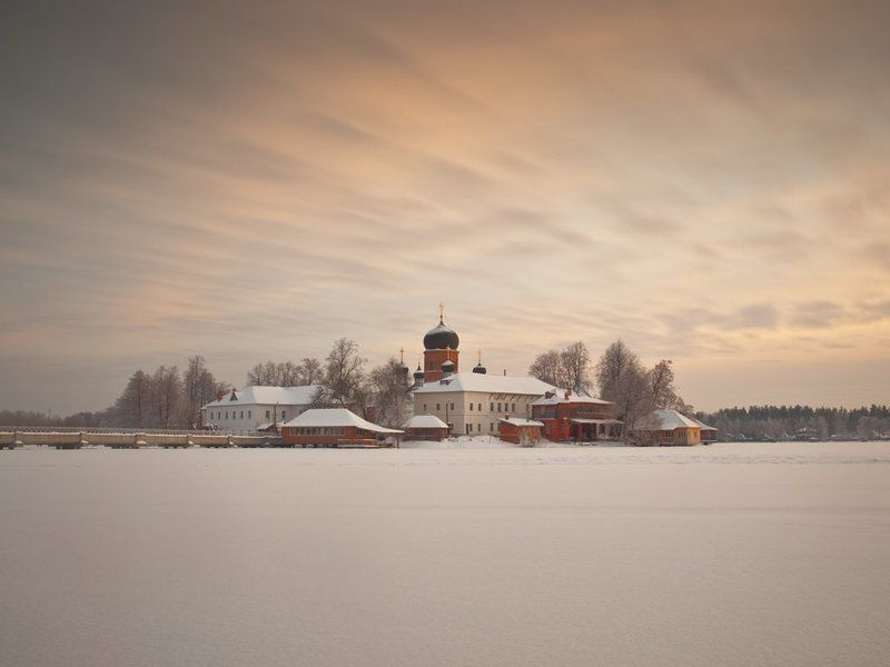 Покров, монастырь, пустынь, храм, Крещение, закат, зима Запорошило церкви куполаphoto preview