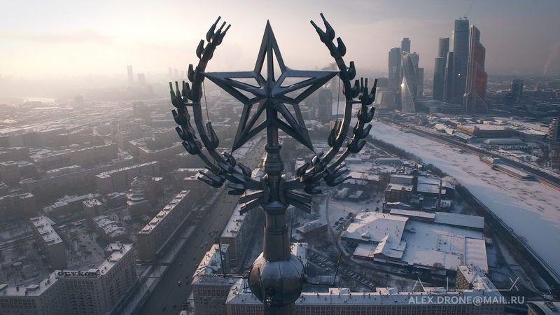 Над замерзшей Москвойphoto preview