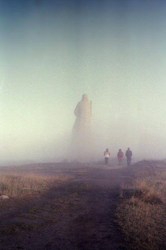 Мурманск, Алёша, памятник, утро, туман, трое, дорога, осень Три к одному...photo preview