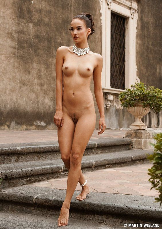 girl,nude,naked,palazzo,sicily,italy,martinwieland,photography sicilyphoto preview