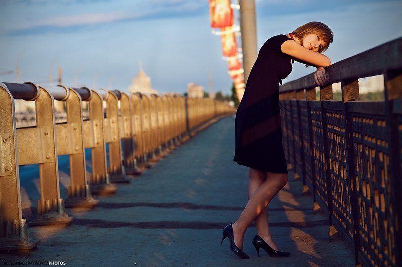 девушка,мост,закат,мысли мыслиphoto preview