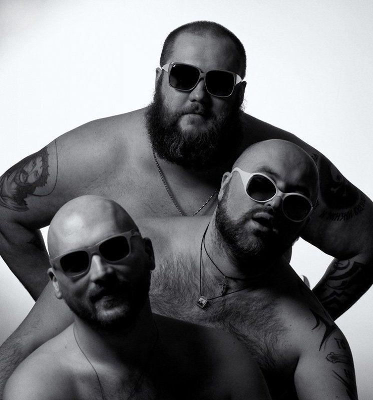 крупные, парни, лысые, очки, бороды,  татуировки офтальмологиphoto preview