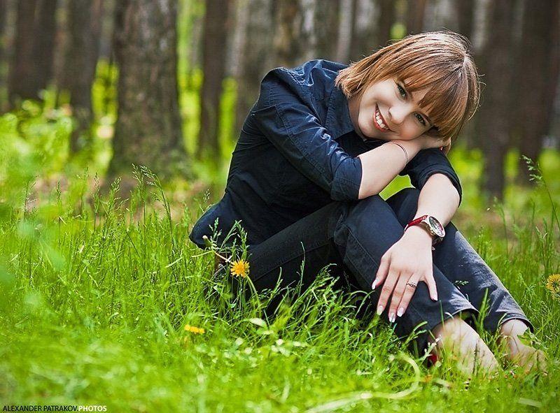 девушка,зелень,улыбка,весна веснаphoto preview