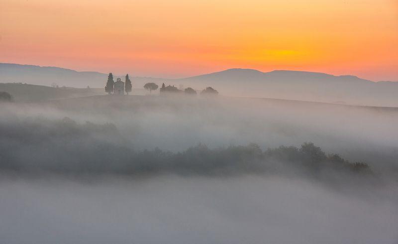 tuscany, nature, morning, fog, landscape, italy, journey, europe, d\'orcia тоскана, природа, утро, туман, пейзаж, италия, путешествие, европа, д\'орча РАССВЕТ НАД ВОЛНАМИ ТУМАНА. Из серииphoto preview