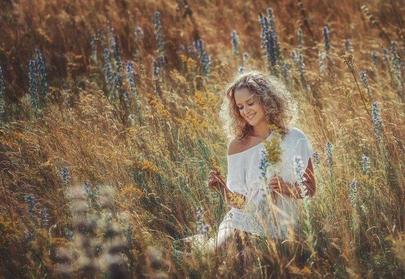 осень, девушка, поле, солнце осеннее полеphoto preview