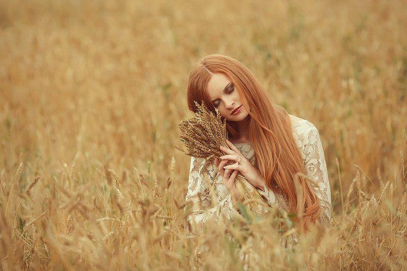 девушка,поле,осень в полеphoto preview