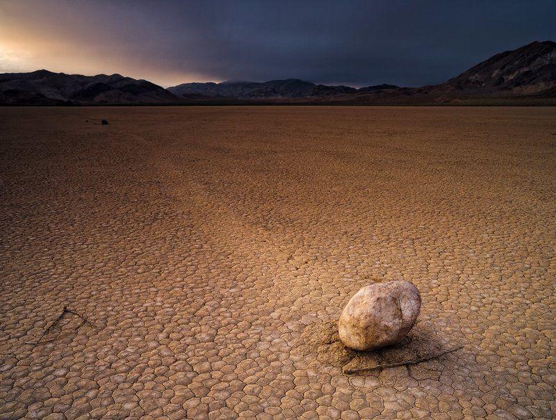 Racetrack, Death Valley Победившая движениеphoto preview