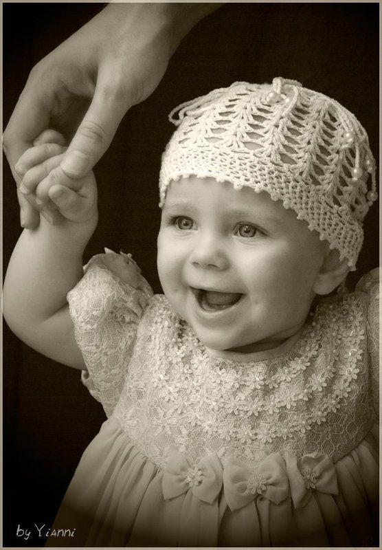 девочка, улыбка, папа, папина рука, поддержка ***photo preview