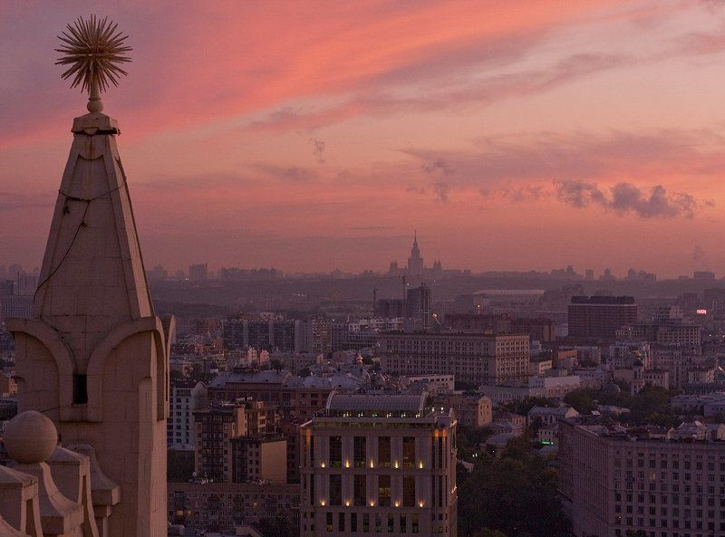 крыша, крыши, город, москва, вечер, закат, лето, жара, мгу, небоскрёбы, сказка, небо Сказочная странаphoto preview