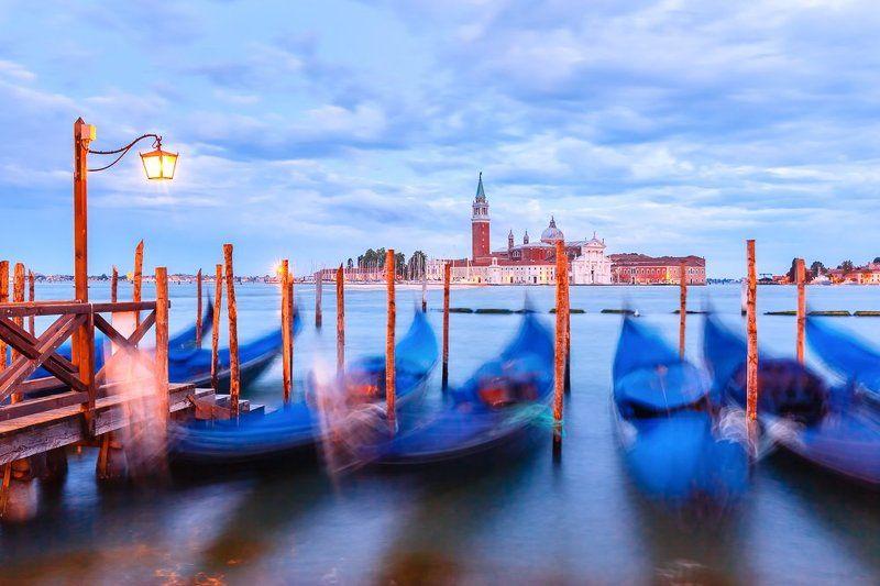 Венеция, Италия, Venice, Italy;  Гондолы в синий часphoto preview
