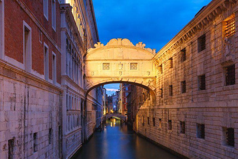 Венеция, Италия, Мост, канал, мост Вздохов, синий  час Мост Вздохов в синий часphoto preview