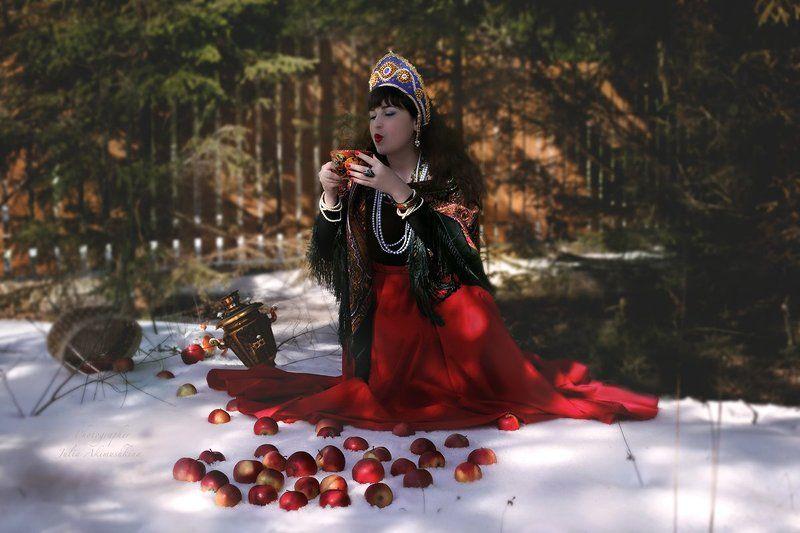 русская красавица, платок, чаепитие, павло-посадский платок, русский стиль, самовар, гусли Любавушкаphoto preview