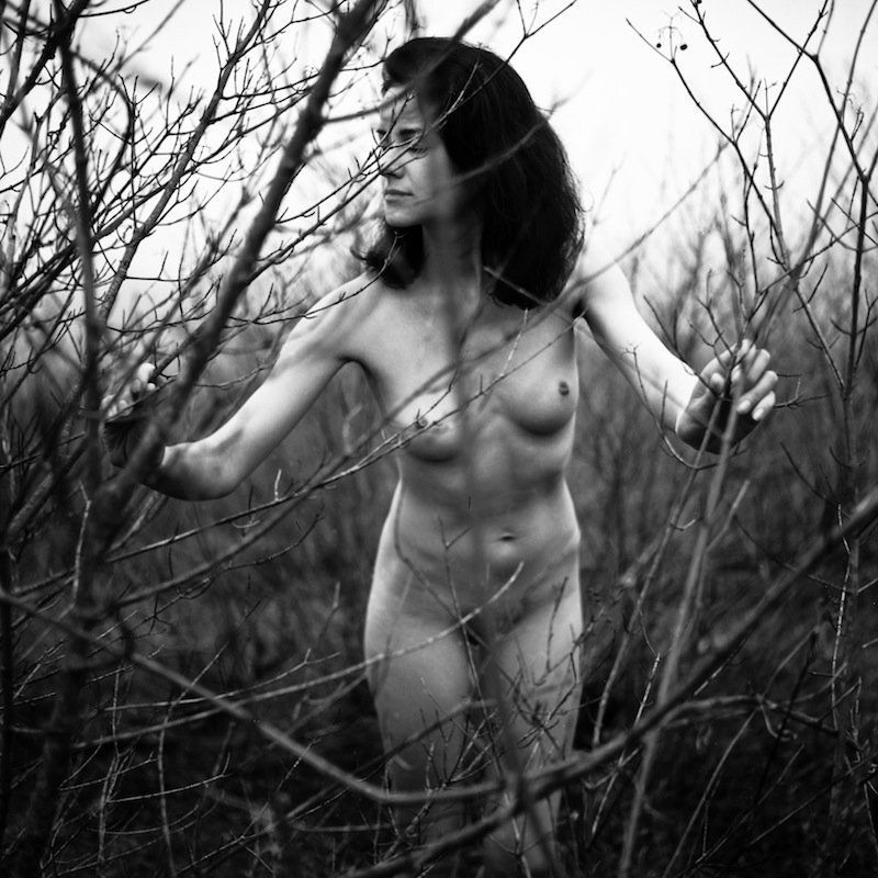 nu, nude, erotic, tree, bw, film, analog, 6x6, girl, woman ***photo preview