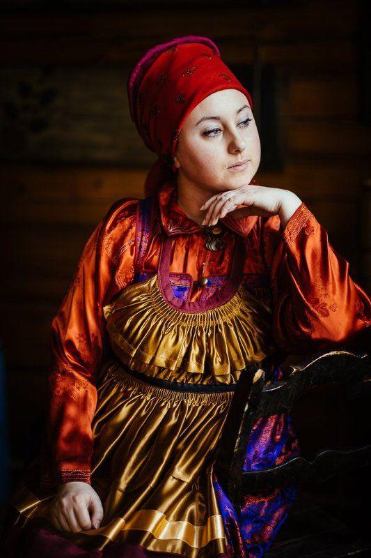 Портрет девушки в русском костюмеphoto preview