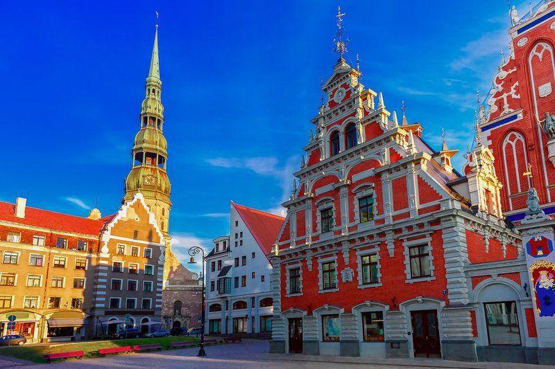 Рига Латвия Даугава церковь Святого Петра старый город площадь дом Черноголовых Ратушная площадь вечеромphoto preview
