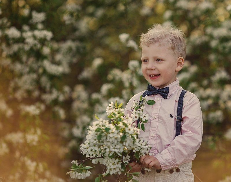 Children, Весна, Дети, Яблони Букет для мамыphoto preview