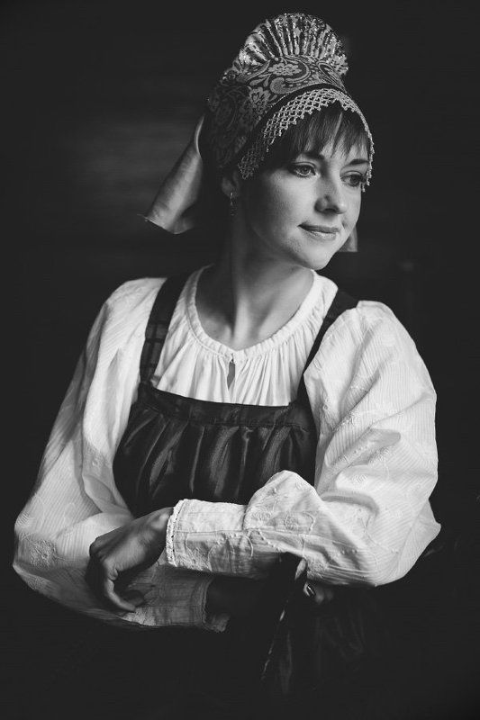 portrait of a girl in the Russian national costumephoto preview