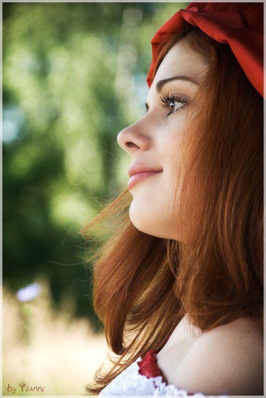 девочка, девушка, мечта, мечтающая, шапочка, красная Мечтающаяphoto preview