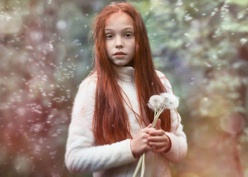 Девочка, Одуванчики, Рыжая Одуванчикиphoto preview