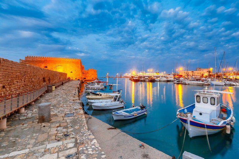 Ираклион Крит Греция лодки гавань синий час крепость венецианская Венецианская крепость и старая гаваньphoto preview