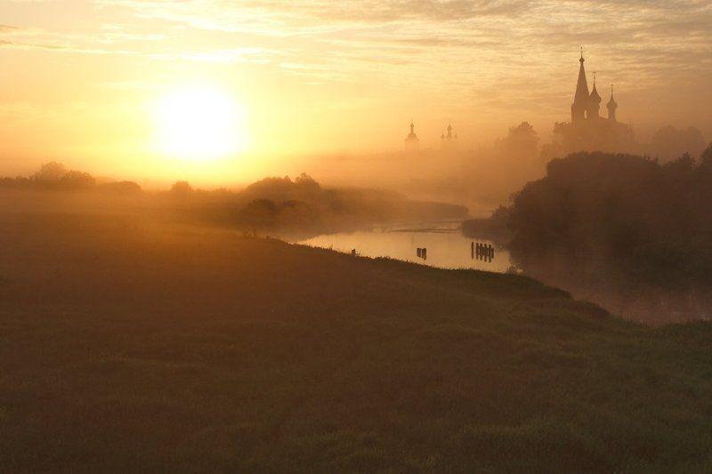 Восход Солнца на реке Тезаphoto preview