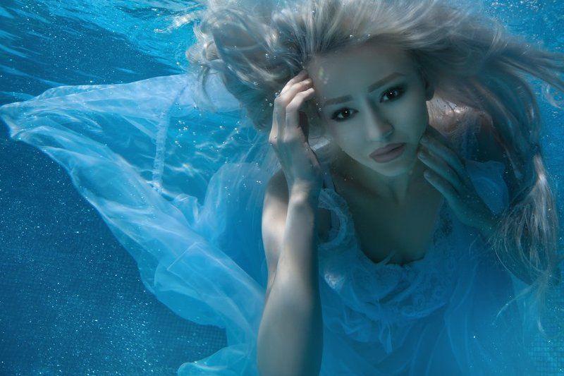 underwater portrait female underwater photo preview
