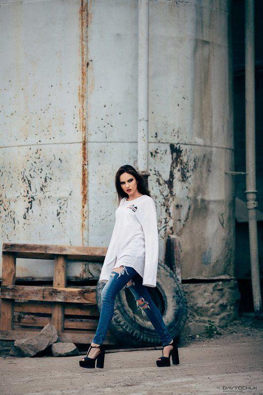 девушка портрет гламур белое  Стройкаphoto preview