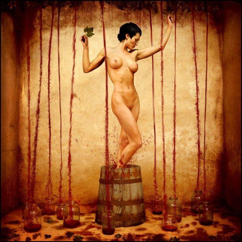 вино, девушки, эротика, седнин Хозяйка Винаphoto preview