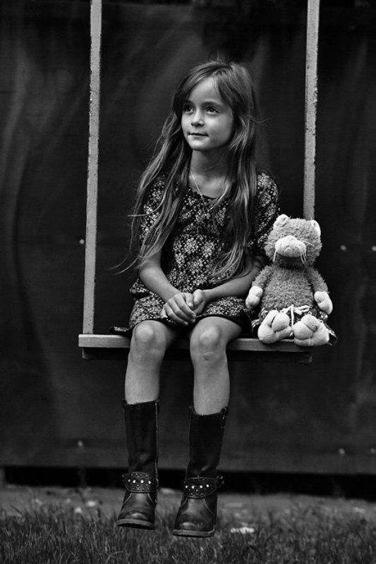софия руснак, ребенок, девочка, детство, качели, игрушка photo preview
