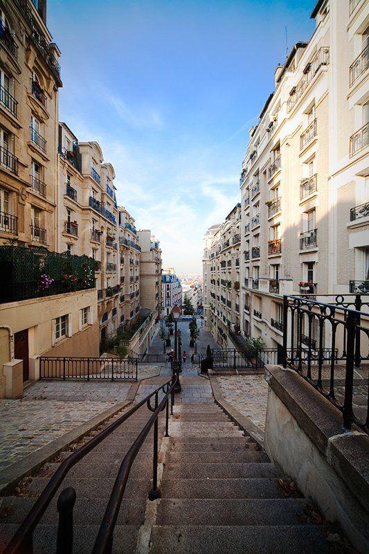 монмартр, париж Улицы Монмартраphoto preview